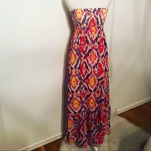 This is a bright beauty 💕 Old Navy xs maxi dress
